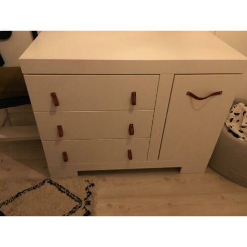 Prachtige witte commode, goede kwaliteit